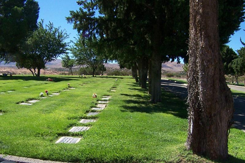 Desert Lawn M.P., Palmdale - Garden of Veterans - Bayer Cemetery Brokers